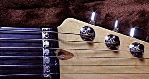 Hur man stämmer en gitarr med en Seiko gitarr Tuner
