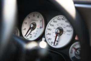 Hur installerar jag en varvräknare i en Honda Civic?