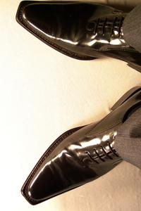 Hur länge bör klä byxor hänger över dina skor?