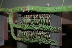 De bästa sätten att köra telefonen och kabel rader genom en block vägg