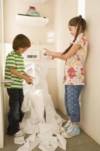 Unclogging toaletter med dränera rensade