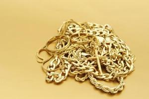 Hur test för att se om det är äkta guld eller falska