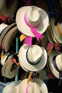 Space lösningar: hur man kan hänga hattar på en vägg