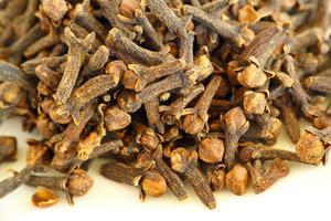 Fördelarna med hemgjord kryddnejlika munvatten