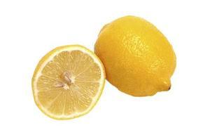 Hur du använder citron Spray att döda loppor på katter