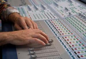 Hur du ställer in en grafisk equalizer för live-ljud
