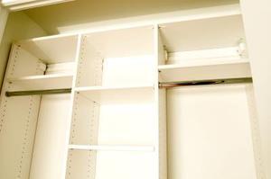 Anpassad garderob idéer för små sovrum