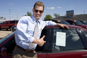 Hur man skriver ett avtal för köp av begagnad bil