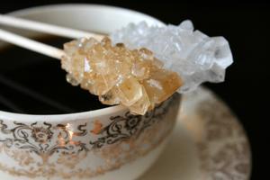 Hur man gör stora kristaller på en sträng