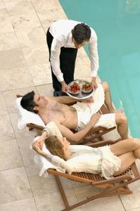 Hur man blandar Clorox och bakpulver för klor för din Pool