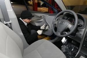 Hur man återställer underhåll ljuset i en Toyota Corolla