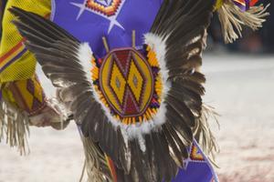 Instruktioner om att göra Navajo indiska kläder