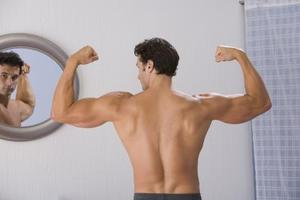 Hur man tonar Biceps utan att använda vikter
