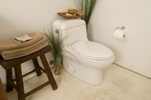 Hur till installera linoleumgolv i ett badrum utan att ta bort toaletten