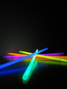 Vad ämnen Visa upp Under ett svart ljus?