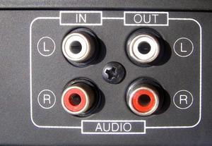 Hur du använder datorn förstärkt högtalare med TV-apparater