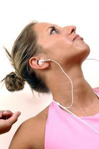 Hur till sätta fast bruten iPod hörlurar