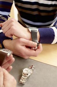 Hur du justerar ett Accutime Watch Band
