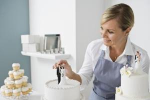 Hur man gör bröllopstårta dekorationer