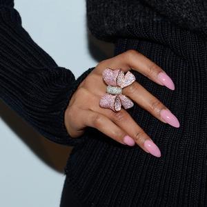 Lista över saker som behövs för akryl naglar
