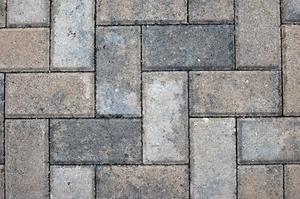 Hur man bygger en upphöjd sten uteplats