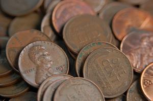Hur rengör jag pennies med apelsinjuice & citronsaft?