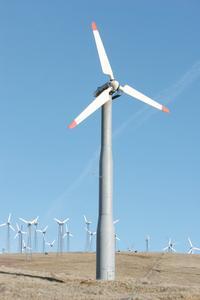 Hur man bygger en vindkraftgenerator med en bil generator