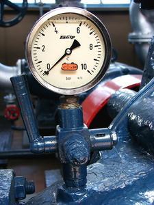 Hur till sätta luft i vattentankar tryck