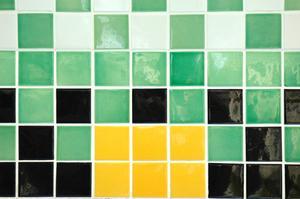 Keramiska Vs. kalksten vs laminat för kök golv