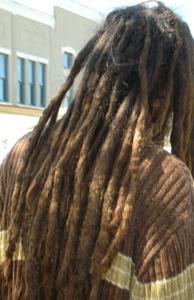 Hur man odlar dreads med lockigt hår