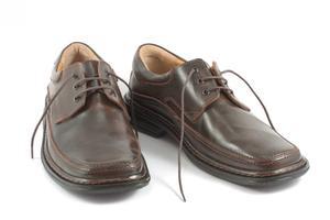 Hur tar man bort skrapmärken på min bruna läderskor