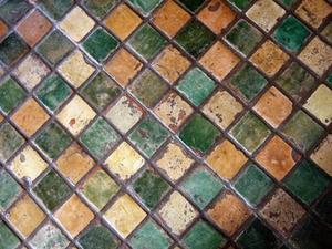 Hur man installerar keramiska plattor i ett diagonalt mönster