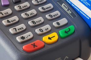 Hur du avbryter en online debettransaktionen kort?