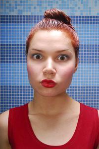 Hur tar man bort hårfärg fläckar från porslin