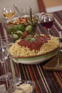 Hur man kan förbättra spaghettisås från en burk