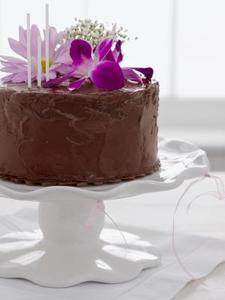Hur att dekorera en tårta med riktiga blommor