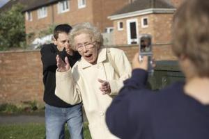 Faktorer som kan påverka konsumtionsmönster, Elder Abuse