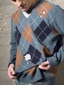 Hur man fixar ett hål i en tröja