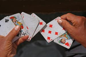 Spel att spela inomhus med två personer