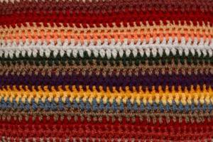 Hur man virka en filt med flerfärgade garn