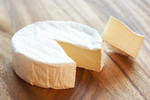 Skillnaden mellan Camembert & Brie ost