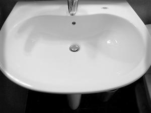 Hur avblockera overflow drain på en diskbänk