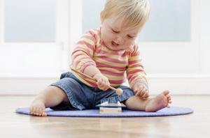 Enkel hemmagjord leksaker att göra för småbarn