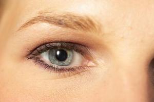 Hur man gör vax för ögonbryn utan maizena