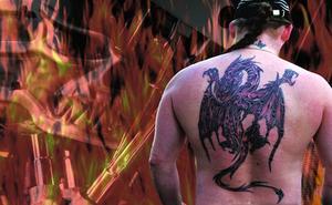 Hur gör jag en tatuering med papper & en penna?
