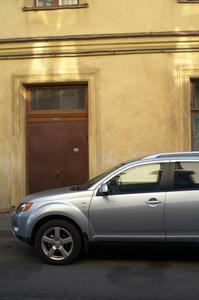 Hur man öppnar en bildörr med nycklar inlåsta