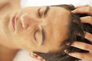 Hårbotten massage med fingrar för att stoppa håravfall & återföds ständigt hår