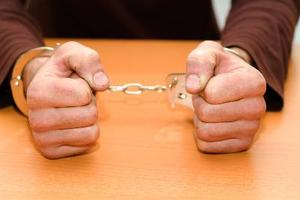 Sätt att kontrollera om din pojkvän är en kriminell