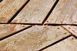 Hur man bygger ett däck med obehandlat trä