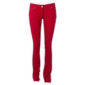 Vad kan du bära med röda jeans?